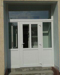 Üveges bejárati ajtó,fix felülvilágítóval,fix oldalvilágítóval