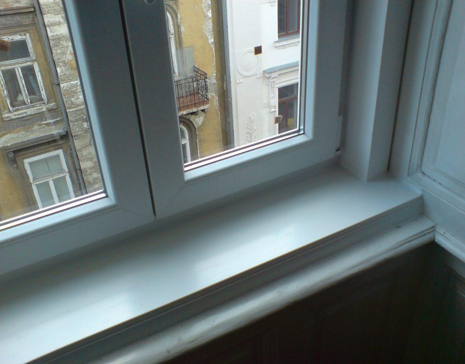 Gyönk párkány, műanyag párkány, lemez párkány, lindab párkány, műanyag nyílászáró tolna megye, ablakcsere bontás nélkül, műanyag ablak redőnnyel, ablakos, redőnyös