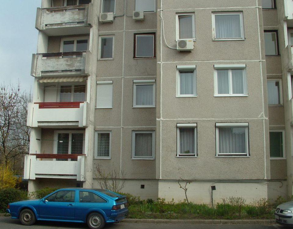 Mosonmagyaróvár panel ablak csere, Győr moson sopron megye műanyag nyílászáró csere, műanyag nyílászárók ára, 6 kamrás műanyag ablak, műanyag ablakok méretre, modern műanyag ablakok, legjobb ablakok, 3 rétegű hőszigetelt üveg