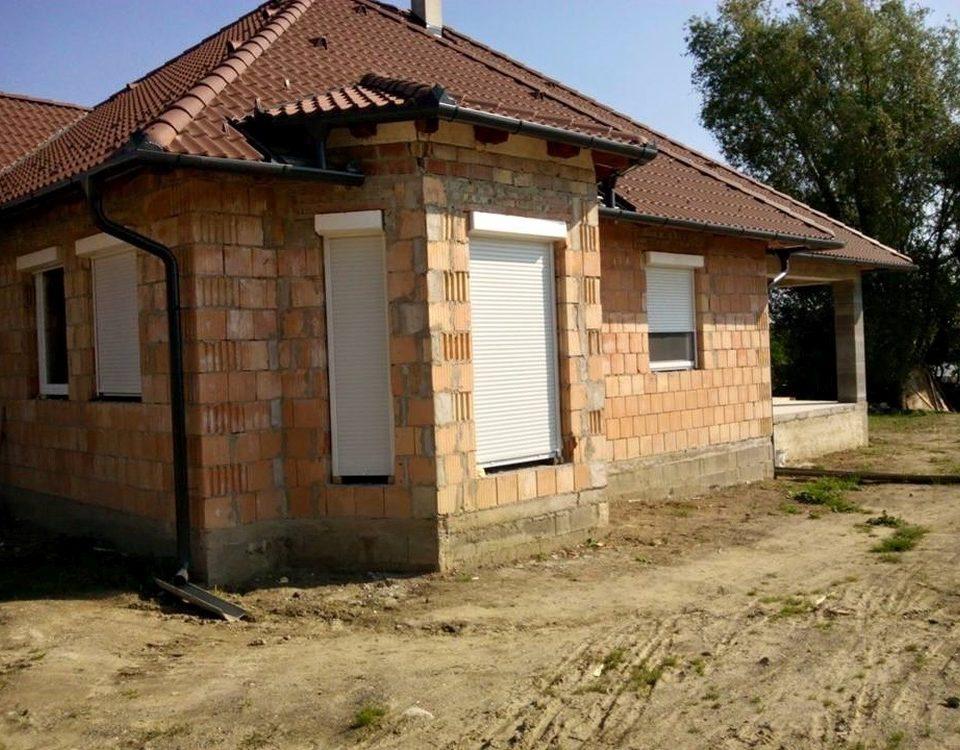Pécs redőny, pécs műanyag ablakok, pécs szúnyogháló, fa ablakok, fa nyílászárók baranya megye, műanyag nyílászárók, Pécs ablakos, Pécs redőnyös