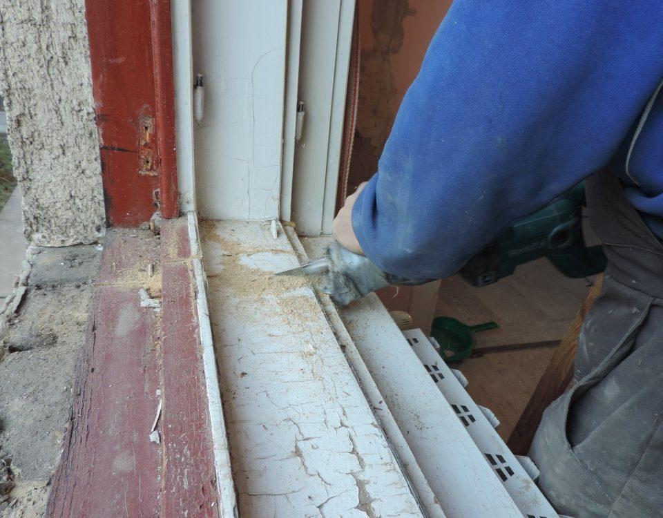 Almásfüzitő ablakos, Almásfüzitő redőnyös, Almásfüzitő árnyékolás, Almásfüzitő árnyékolástechnika, ablakcsere munkadíj, műanyag ajtó csere, tokráépítéses ablakcsere, ablakcsere régi tokba, redőny csere, redőny szerelés