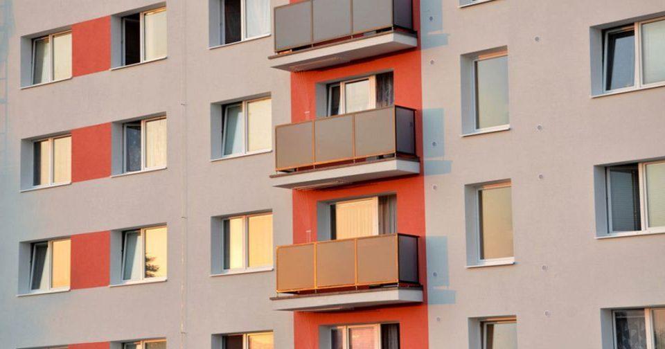 Fejér megye ablakos, Fejér megye redőnyös, Fejér megye árnyékolás, Fejér megye árnyékolástechnika, bejárati ajtó olcsón panelbe, panel ablak árak, műanyag panel erkély ablak, műanyagablak panelbe