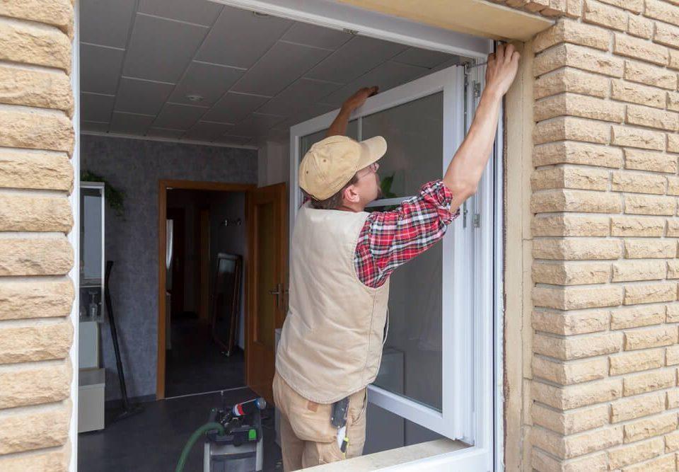Győr Moson Sopron megye ablakos, Győr Moson Sopron megye redőnyös, Győr Moson Sopron megye árnyékolás, Győr Moson Sopron megye árnyékolástechnika, 130x160 műanyag ablak cseresznye színben, ablak csere teljes helyreállítással