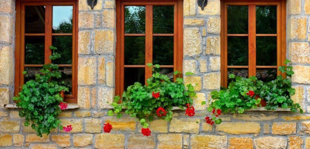 Veszprém megye ablakos, Veszprém megye redőnyös, Veszprém megye árnyékolás, Veszprém megye árnyékolástechnika, műanyag ablak a legjobb áron, műanyag ablak ajtó árak, műanyag ablakok összehasonlítása, melyik műanyag ablak