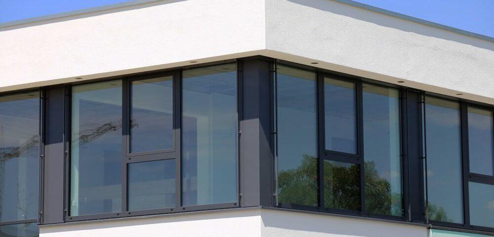Pest megye ablakos, Pest megye redőnyös, Pest megye árnyékolás, Pest megye árnyékolástechnika, konyha műanyag ablak, modern műanyag bejárati ajtó, műanyag bejárati ajtó egyedi méretben, műanyag bejárati ajtó gyártótól