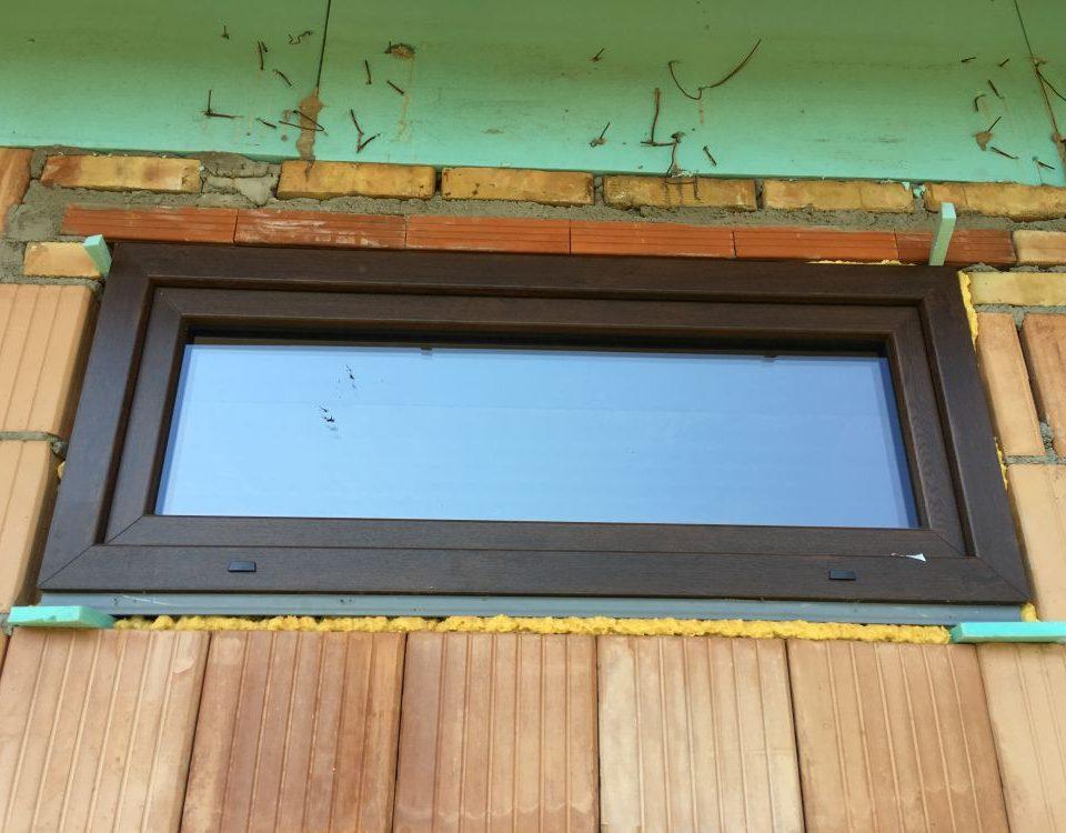 Fejér megye ablakos, Fejér megye redőnyös, Fejér megye árnyékolás, Fejér megye árnyékolástechnika, 130x160 műanyag ablak cseresznye színben, milyen ablakot érdemes venni, műanyag nyílászárók árai