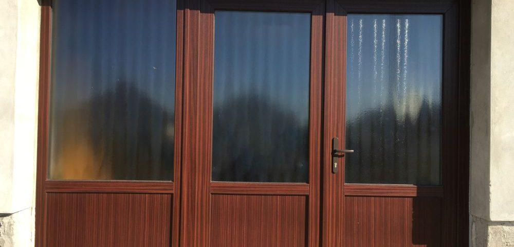 Veszprém megye ablakos, Veszprém megye redőnyös, Veszprém megye árnyékolás, Veszprém megye árnyékolástechnika, modern bejárati ajtó, műanyag ajtó erősített tokszárny, műanyag ajtó gyártó, műanyag ajtó panelek