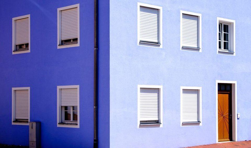 Veszprém megye ablakos, Veszprém megye redőnyös, Veszprém megye árnyékolás, Veszprém megye árnyékolástechnika, külső elektromos redőny, fix szúnyogháló műanyag ablakra