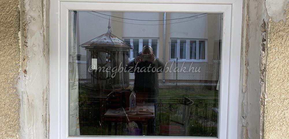 Zala megye ablakos, Zala megye redőnyös, Zala megye árnyékolás, Zala megye árnyékolástechnika, fa hatású műanyag ablak, barna műanyag ablak, Pécs ablakcsere, ablak redőny Pécs